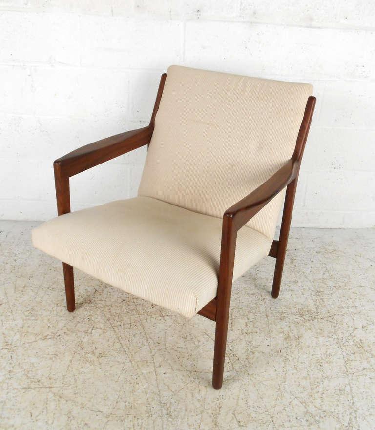 Mid century modern wegner style danish rosewood armchair for Mid century modern armchairs