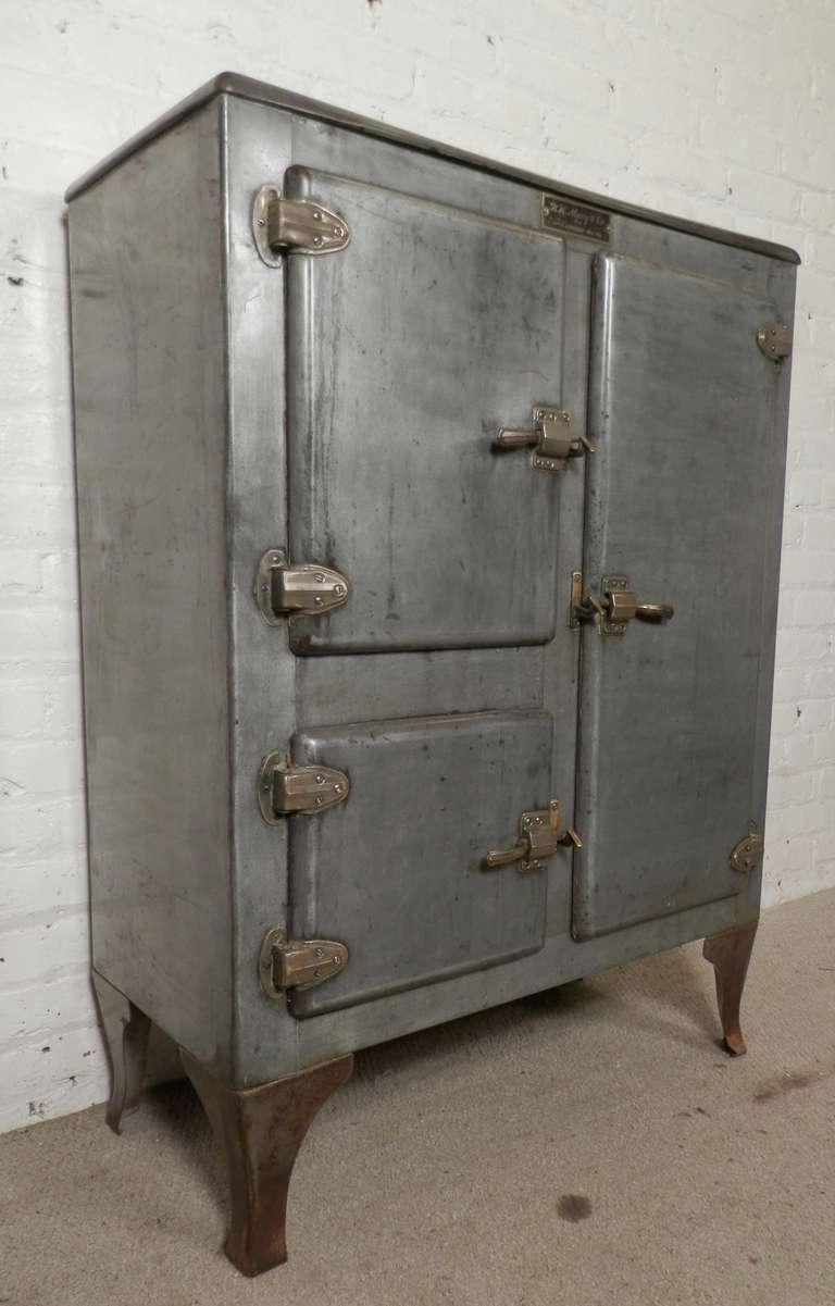 Rare Mid Century Ice Chest From R.H. Macy & Co. 10