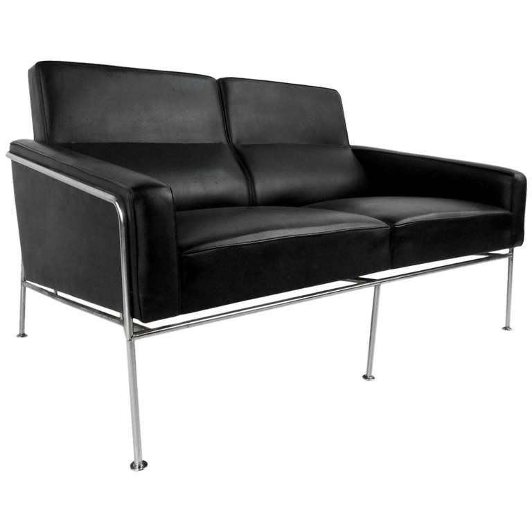 mid century two seat airport sofa by arne jacobsen at 1stdibs. Black Bedroom Furniture Sets. Home Design Ideas