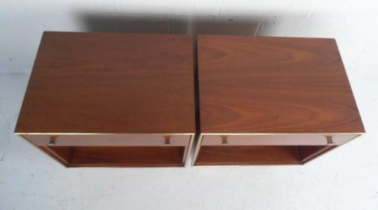 R-Way Bedroom Set With Highboy Dresser and Nightstands In Good Condition For Sale In Brooklyn, NY