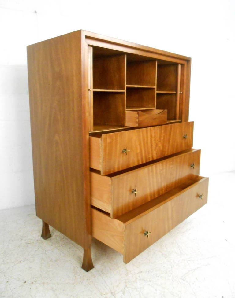 John Widdicomb Bedroom Suite with Dressers and Nightstands In Good Condition In Brooklyn, NY
