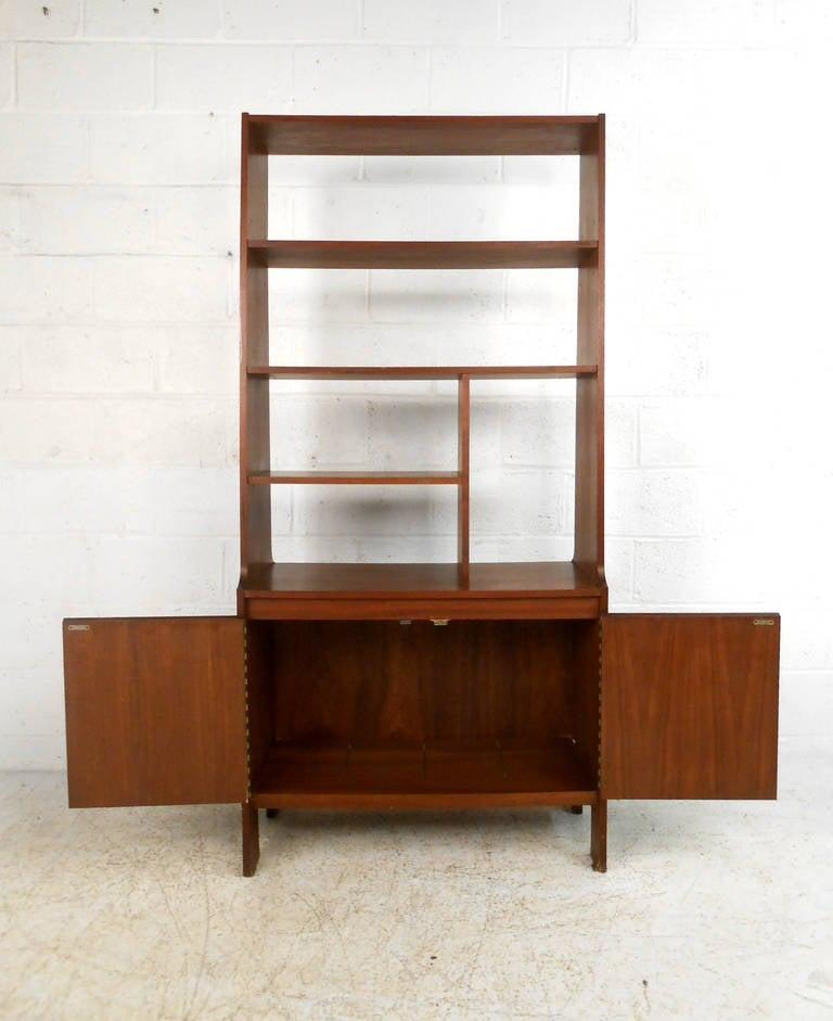mid century modern american walnut wall unit at 1stdibs. Black Bedroom Furniture Sets. Home Design Ideas