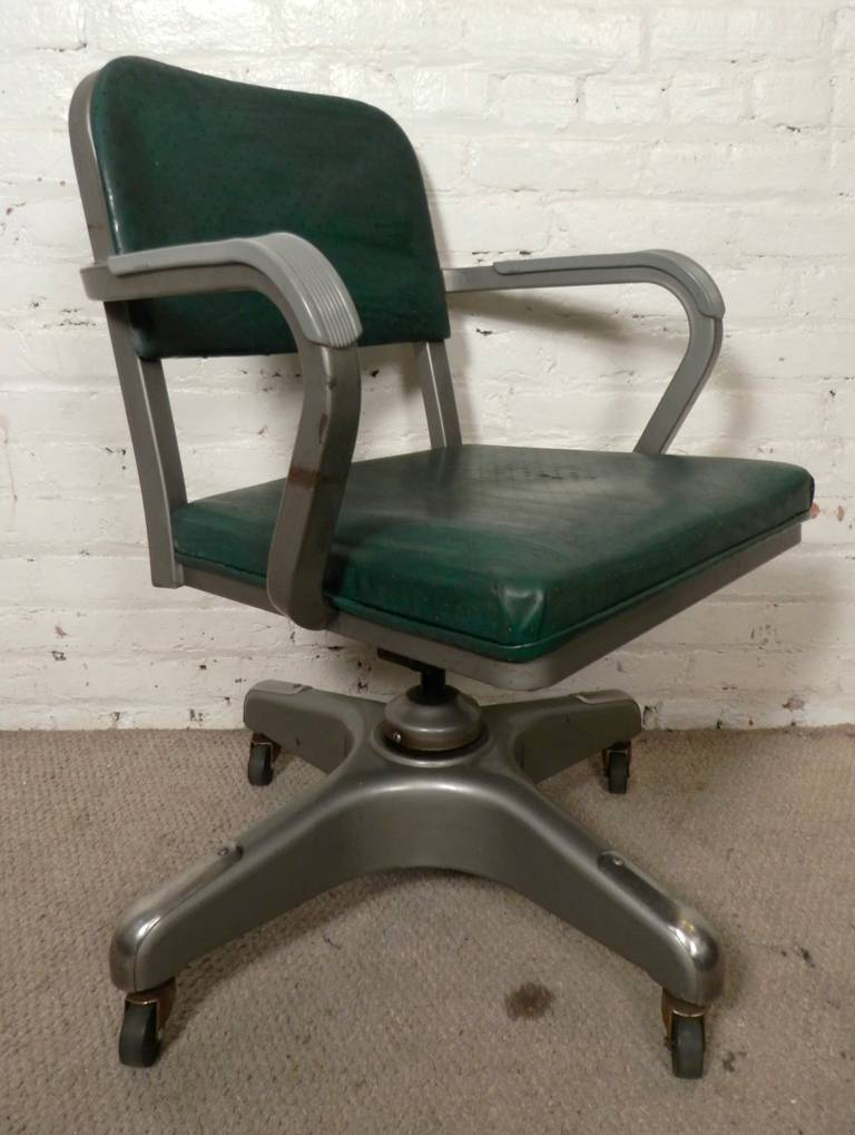 Charmant Vintage Desk Chair By American Company Metal Lux, With Original Vinyl  Seating. 360