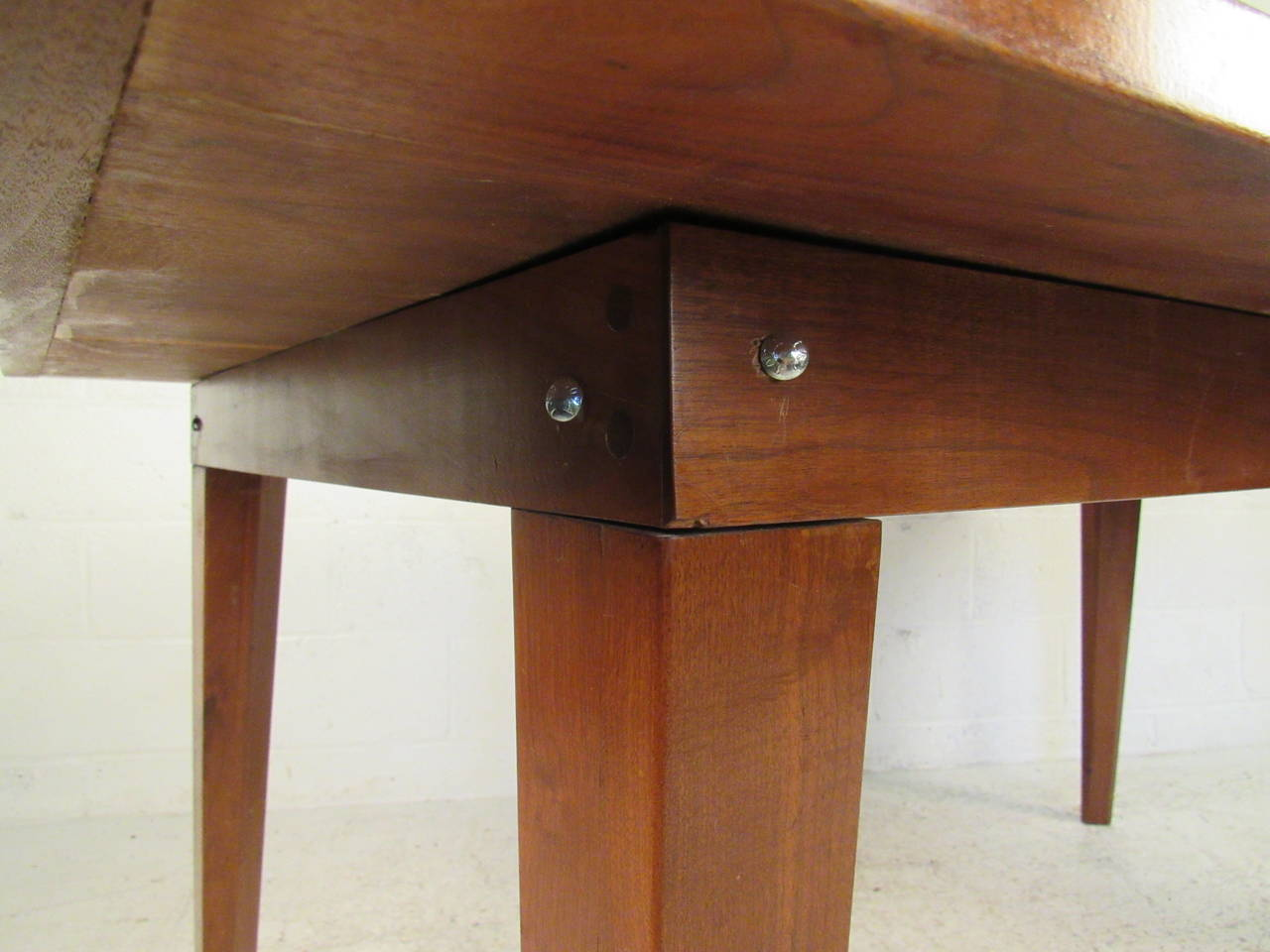 Mid-20th Century Mid-Century Modern Dining Table For Sale