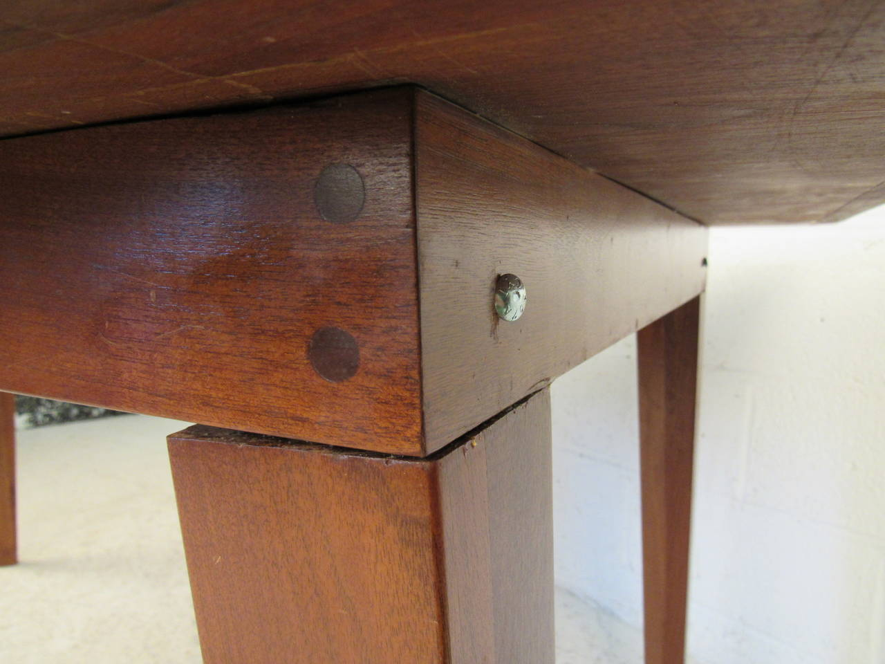 Mid-Century Modern Dining Table For Sale 1