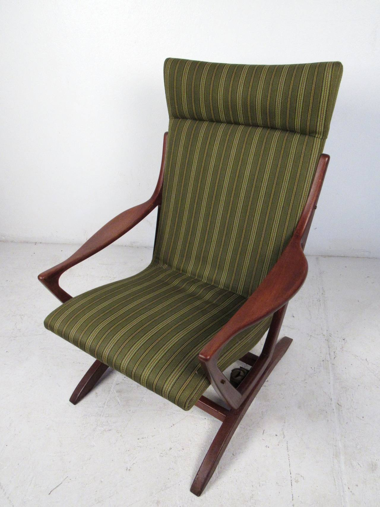 20th Century Mid-Century Modern Rocking Chair For Sale