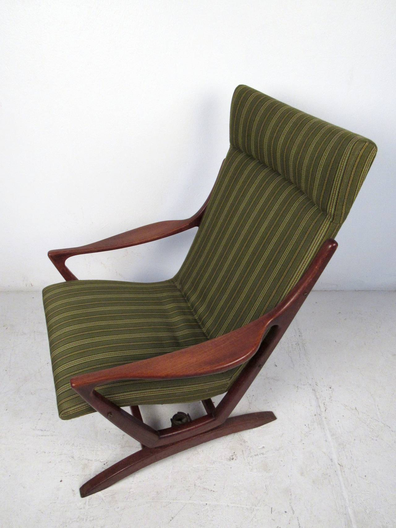 American Mid-Century Modern Rocking Chair For Sale