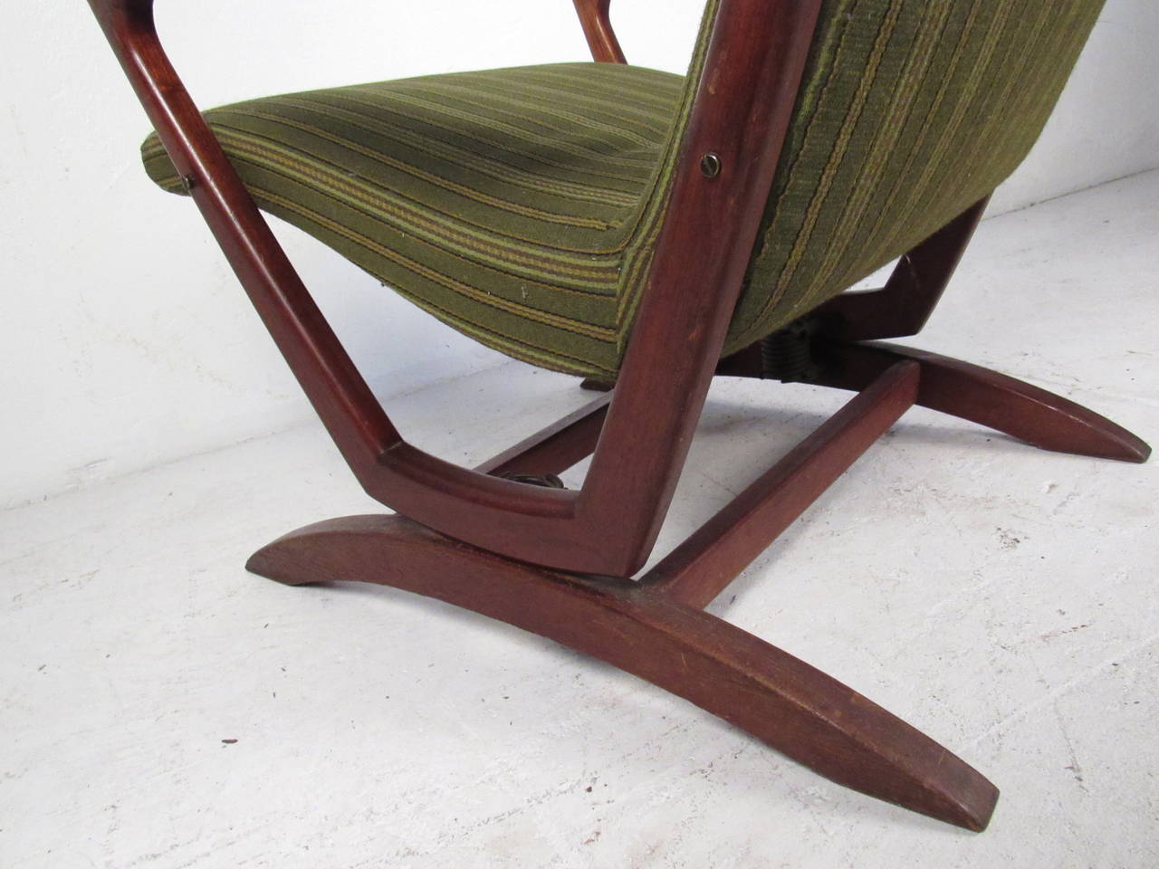 Mid Century Modern Walnut Frame Rocking Chair For Sale at 1stdibs