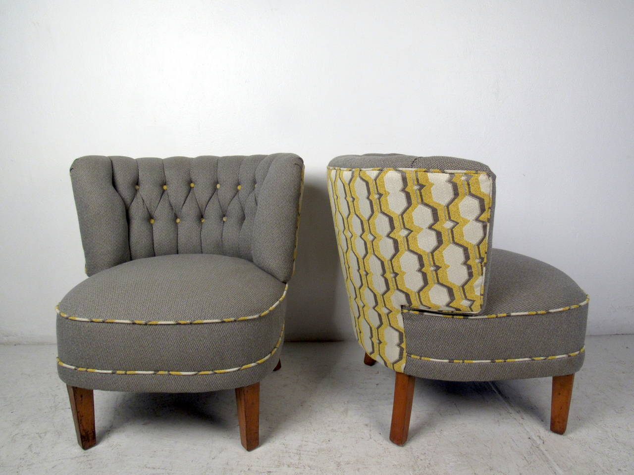 Beau Mid Century Modern Pair Of Modern Slipper Chairs For Sale