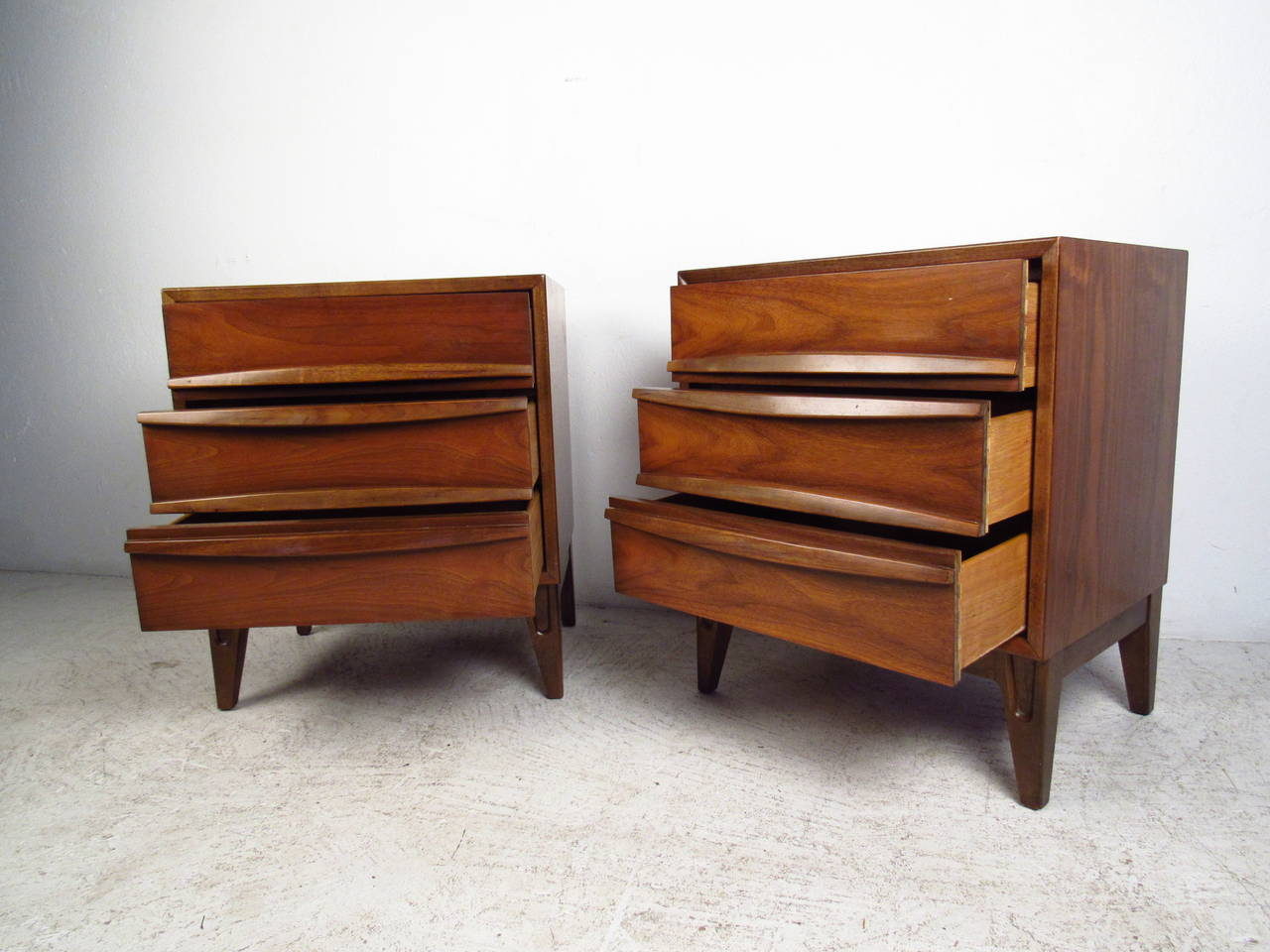 Mid-Century Modern Pair of Midcentury Curved Front Nightstands For Sale