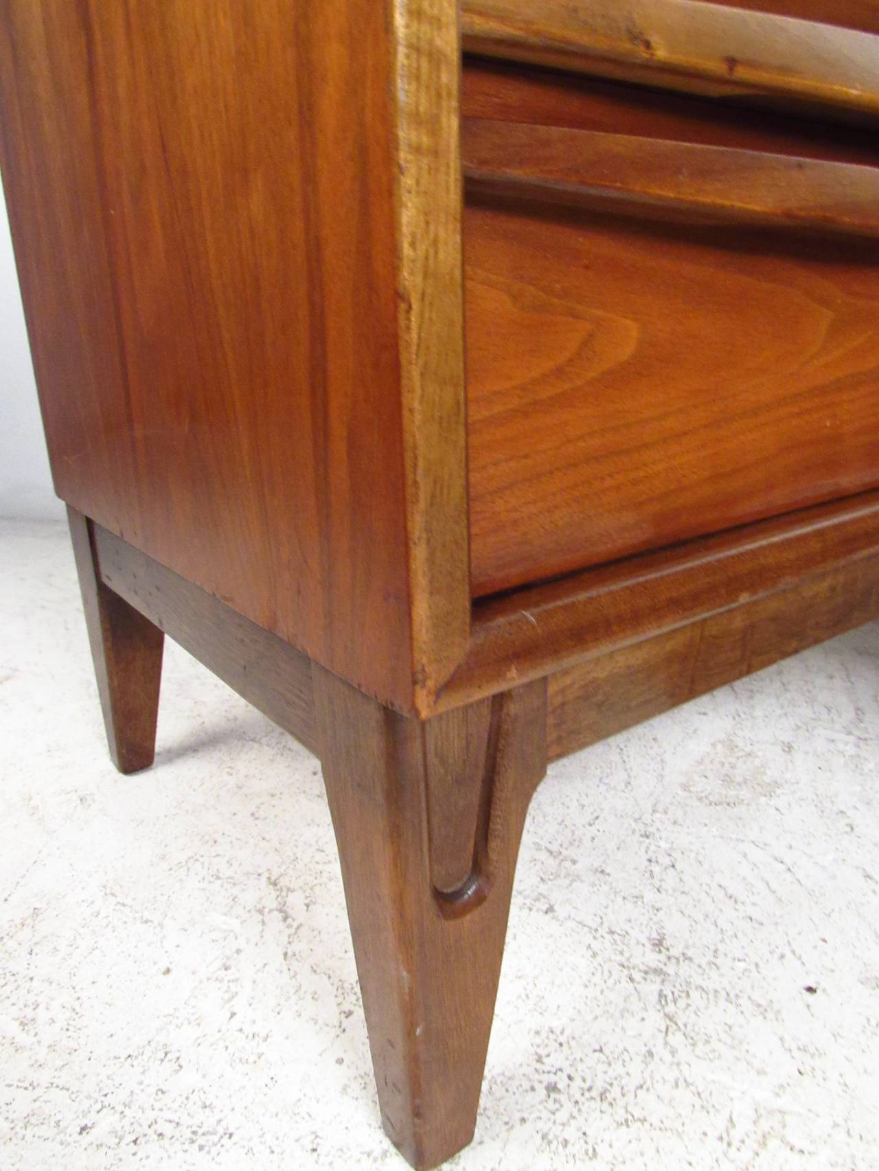 Mid-20th Century Pair of Midcentury Curved Front Nightstands For Sale