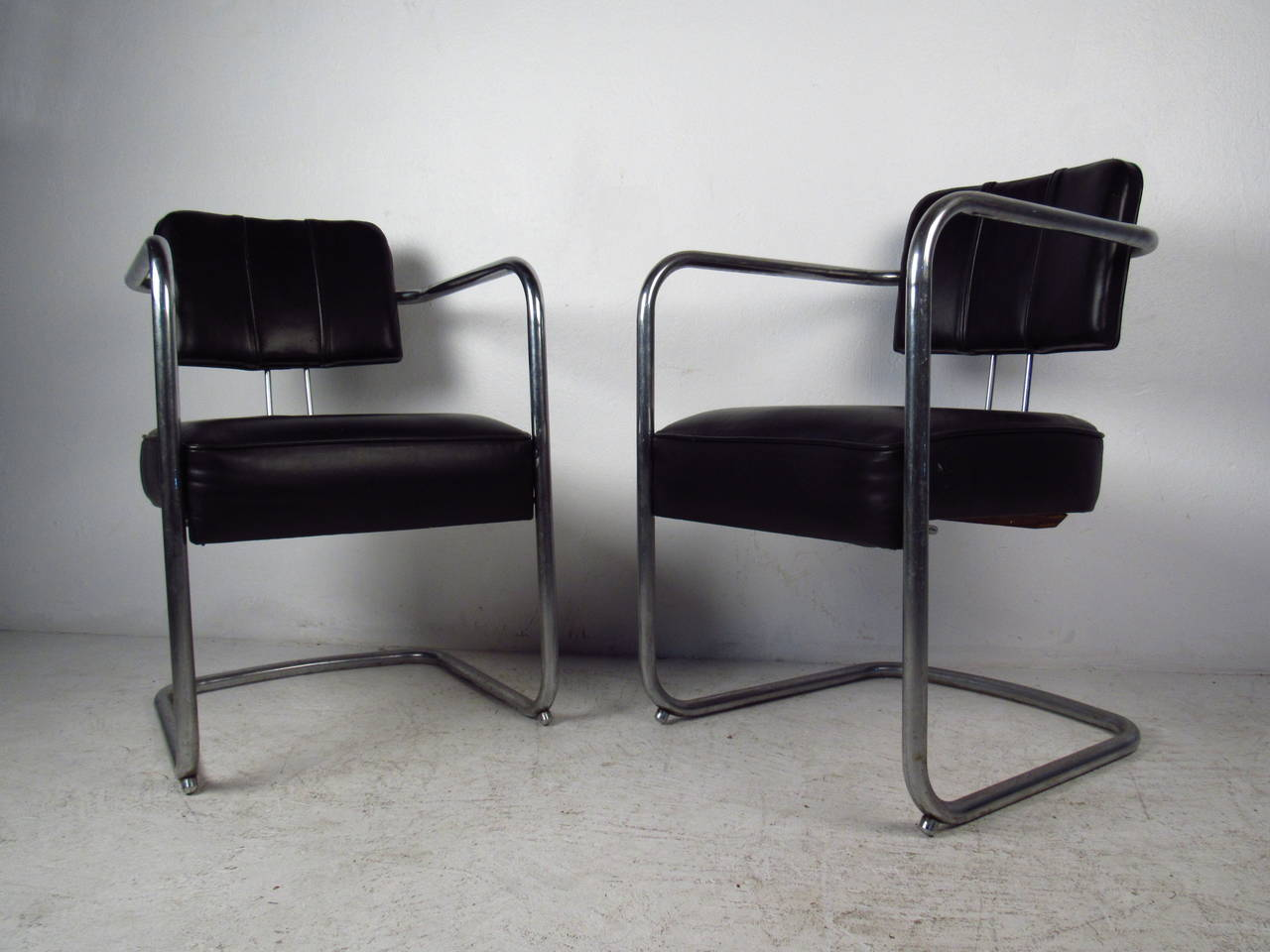 Set of Four Italian Black Leather and Chrome Chairs In Good Condition For Sale In Brooklyn, NY