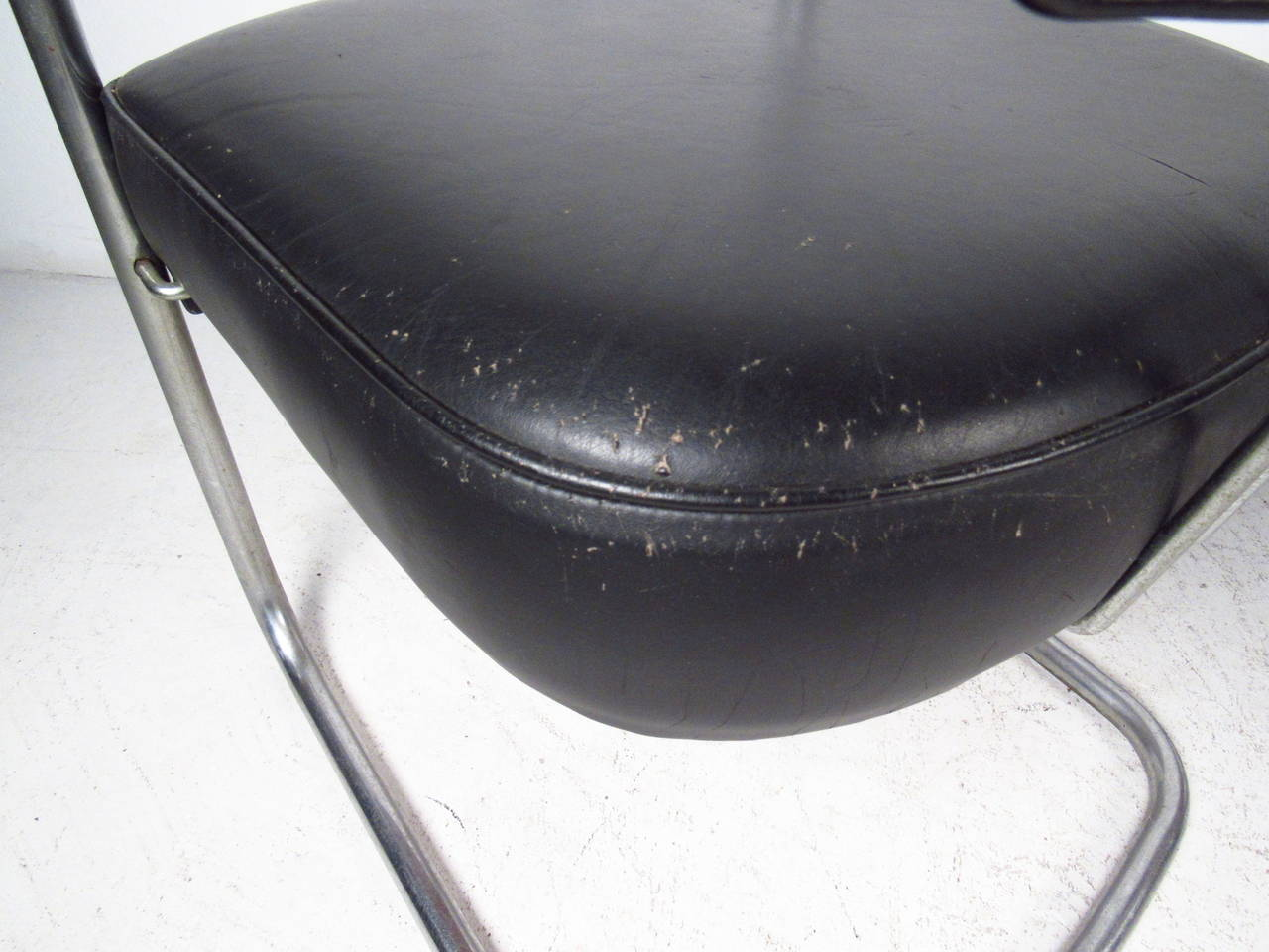 Set of Four Italian Black Leather and Chrome Chairs For Sale 2