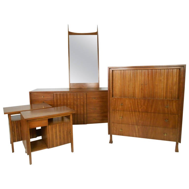 mid century modern bedroom set by john widdicomb for sale at 1stdibs. Black Bedroom Furniture Sets. Home Design Ideas