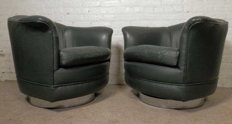 Thayer Coggin Midcentury Barrel-Back Chairs in the Style of Milo Baughman For Sale 2