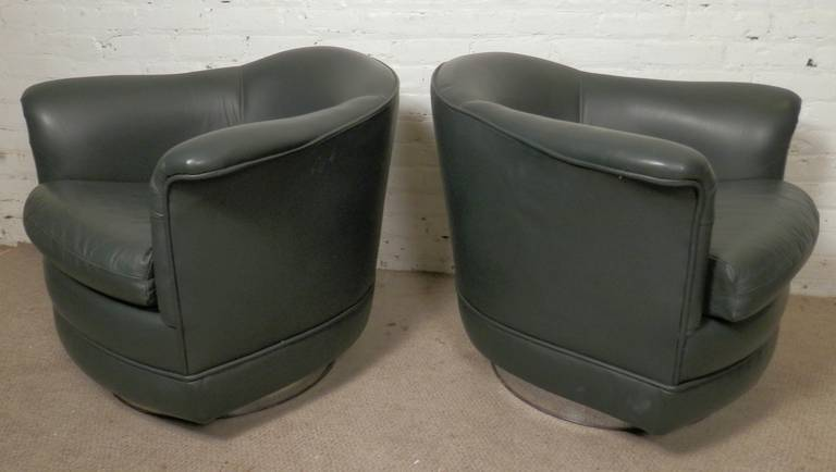 Pair of vintage modern swivel chairs in the style of Milo Baughman, with achrome-plated base. Nice swivel action, round tub style form and curved arms.  (Please confirm item location - NY or NJ - with dealer).