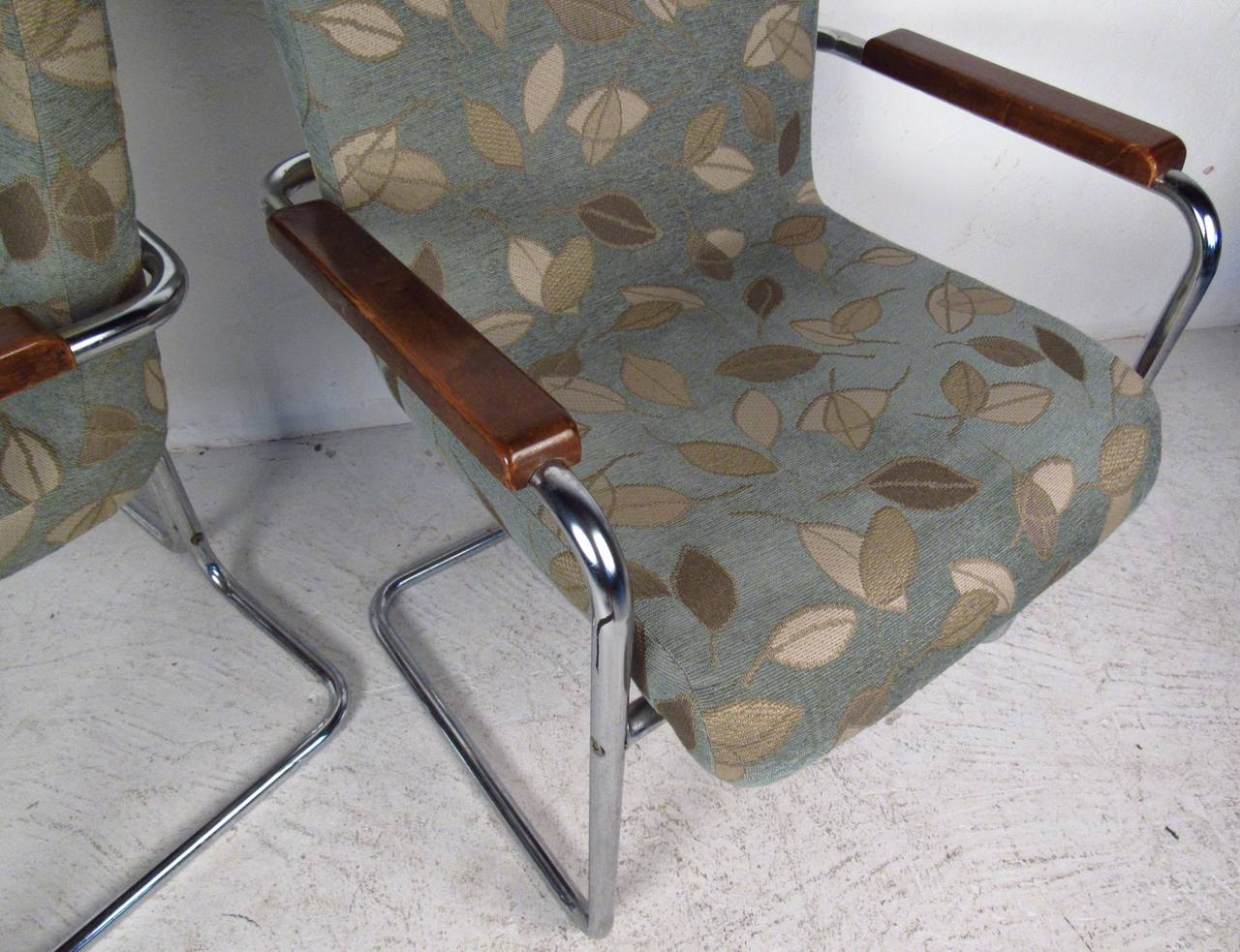 Modern Set of Tubular Steel Dining Chairs In Good Condition For Sale In Brooklyn, NY