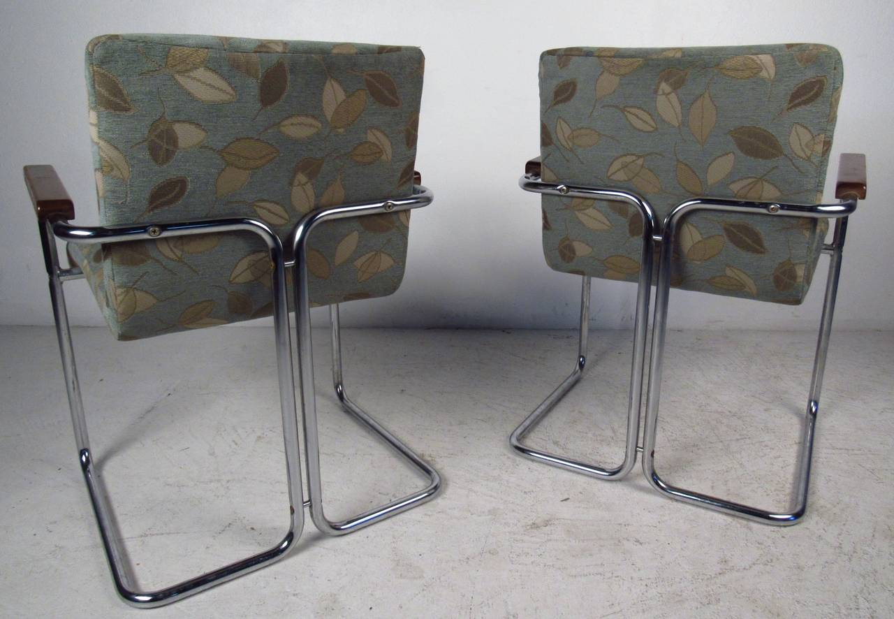 Mid-Century Modern Modern Set of Tubular Steel Dining Chairs For Sale