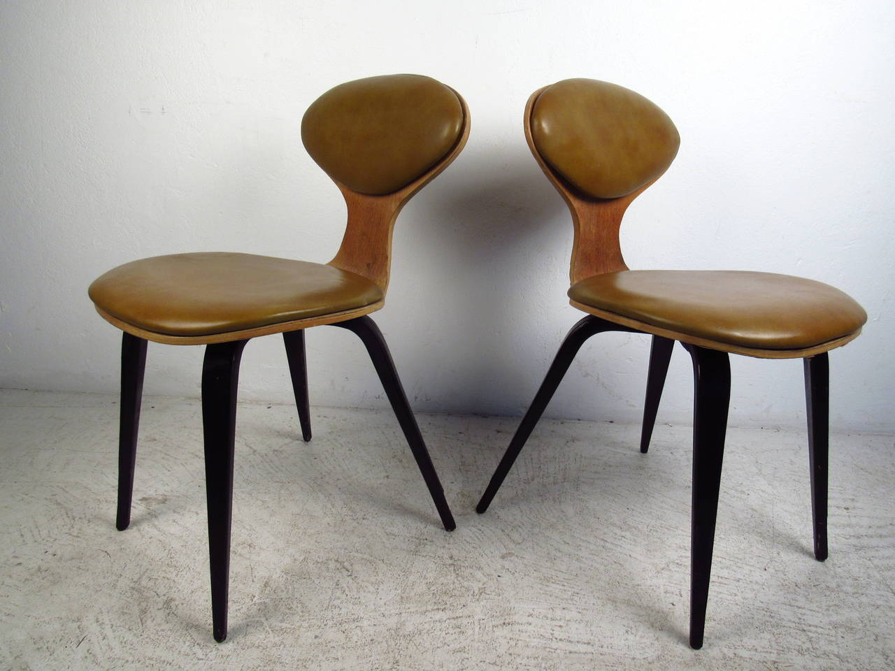American Pair Of Mid Century Modern Bentwood Chairs In The Style Of Norman  Cherner For