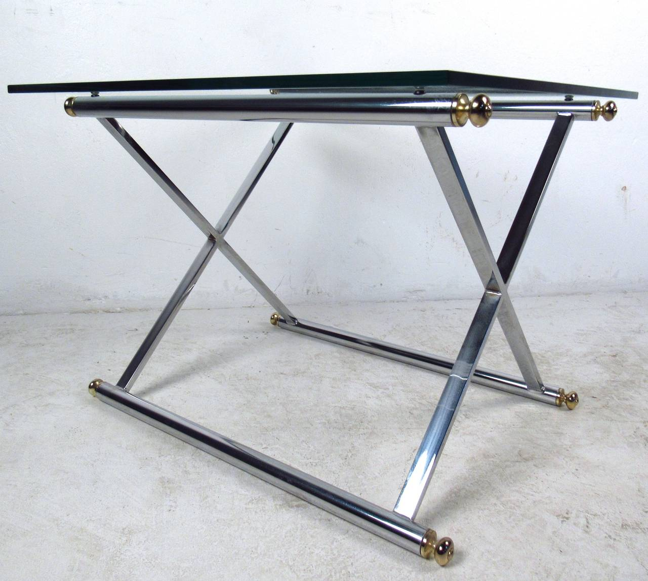 Mid-20th Century Pair of Mid-Century Modern Chrome and Brass End Tables For Sale