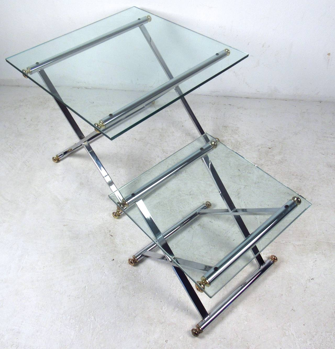 Pair of Mid-Century Modern Chrome and Brass End Tables In Good Condition For Sale In Brooklyn, NY