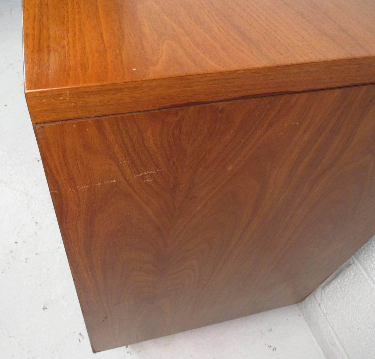 Pair of John Stuart Three Drawer Dressers For Sale 2
