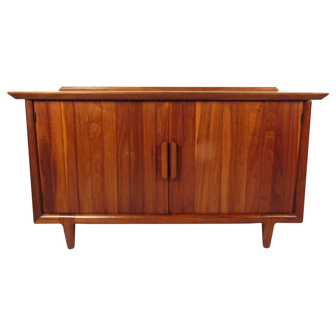 Mid Century Modern Raised Edge American Walnut Cabinet By Heritage Henredon For At 1stdibs
