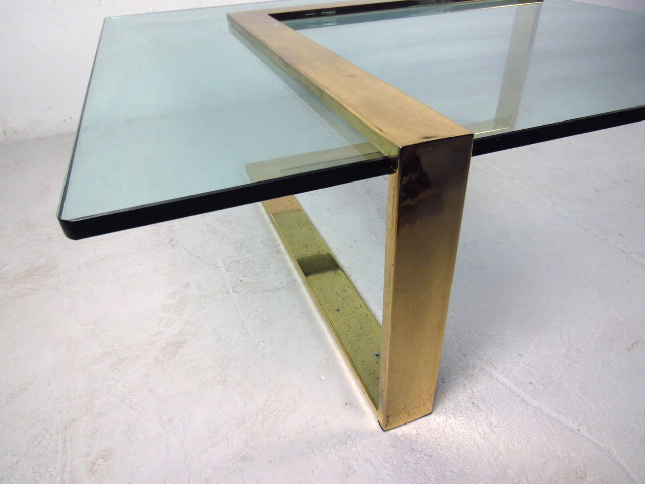 brass l shape coffee table with glass top at 1stdibs. Black Bedroom Furniture Sets. Home Design Ideas