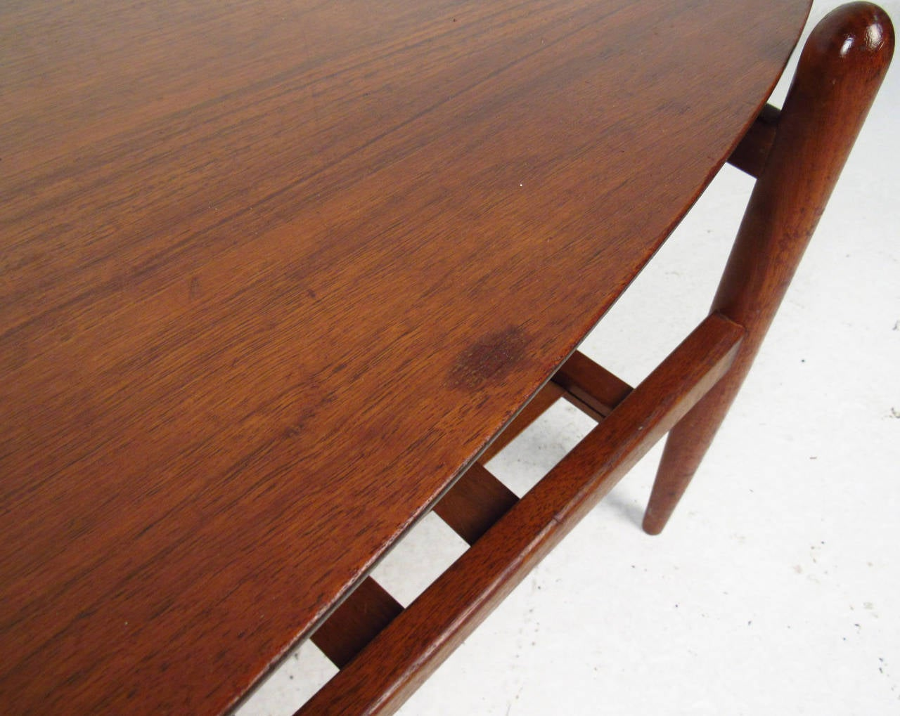 Scandinavian Modern Surfboard Coffee Table With Shelf In Fair Condition For Sale In Brooklyn, NY