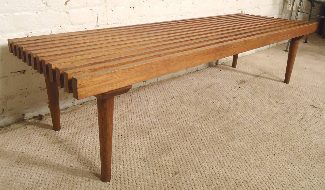 Mid-Century Modern Slat Bench In Good Condition For Sale In Brooklyn, NY