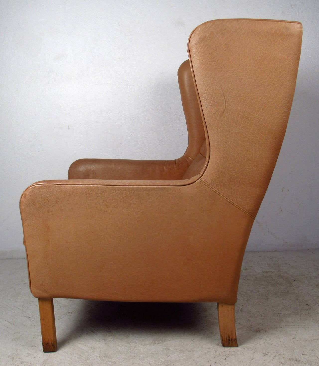 Mid century modern tufted leather wingback lounge chair for Mid century modern leather chairs