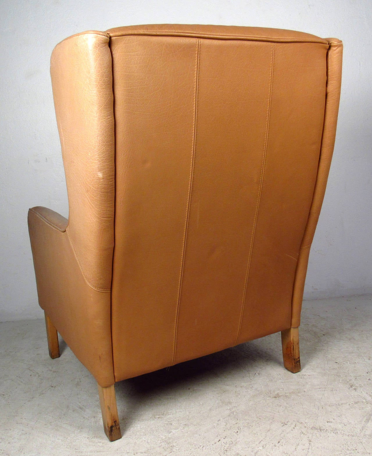 Mid-Century Modern Tufted Leather Wingback Lounge Chair For Sale 3