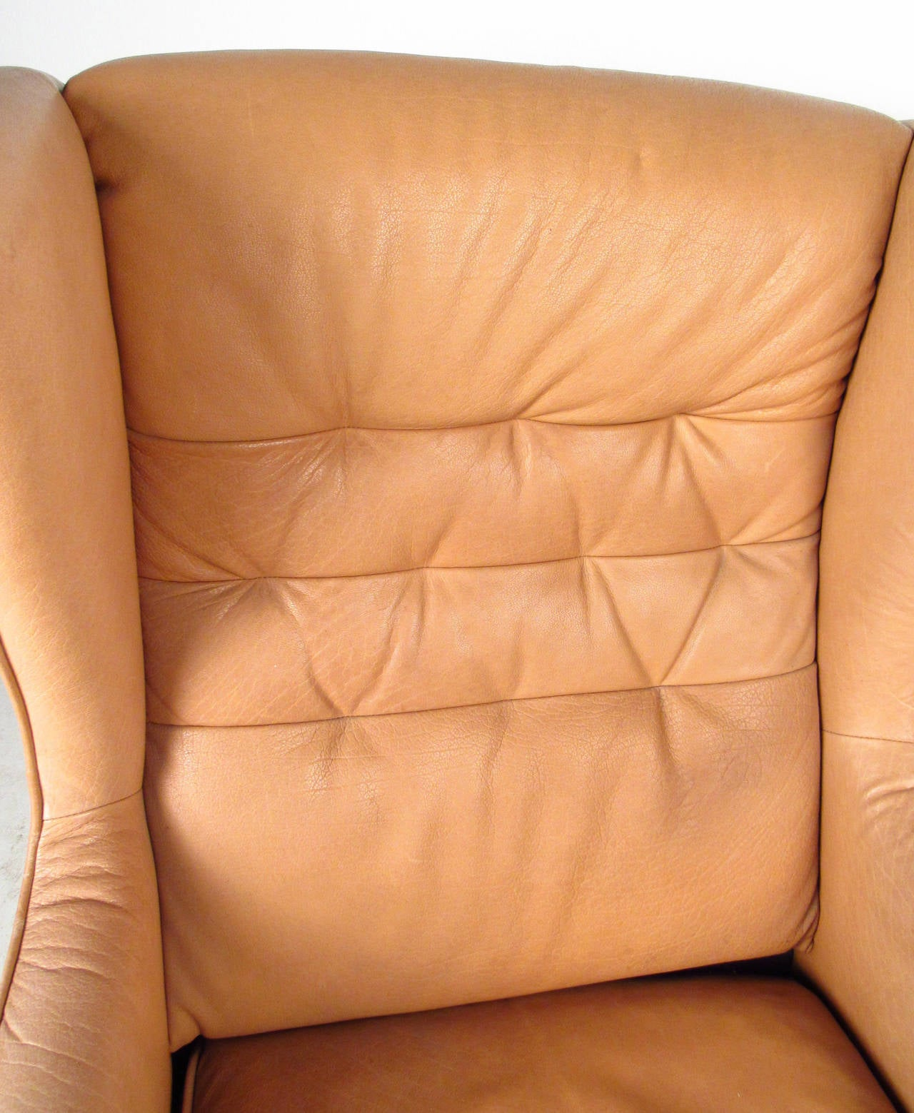 Mid-Century Modern Tufted Leather Wingback Lounge Chair For Sale 1