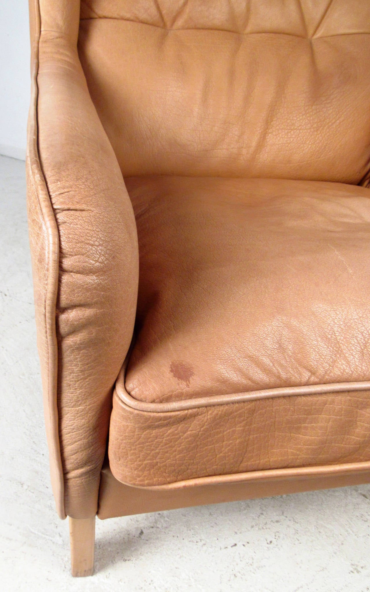 Mid-Century Modern Tufted Leather Wingback Lounge Chair For Sale 2