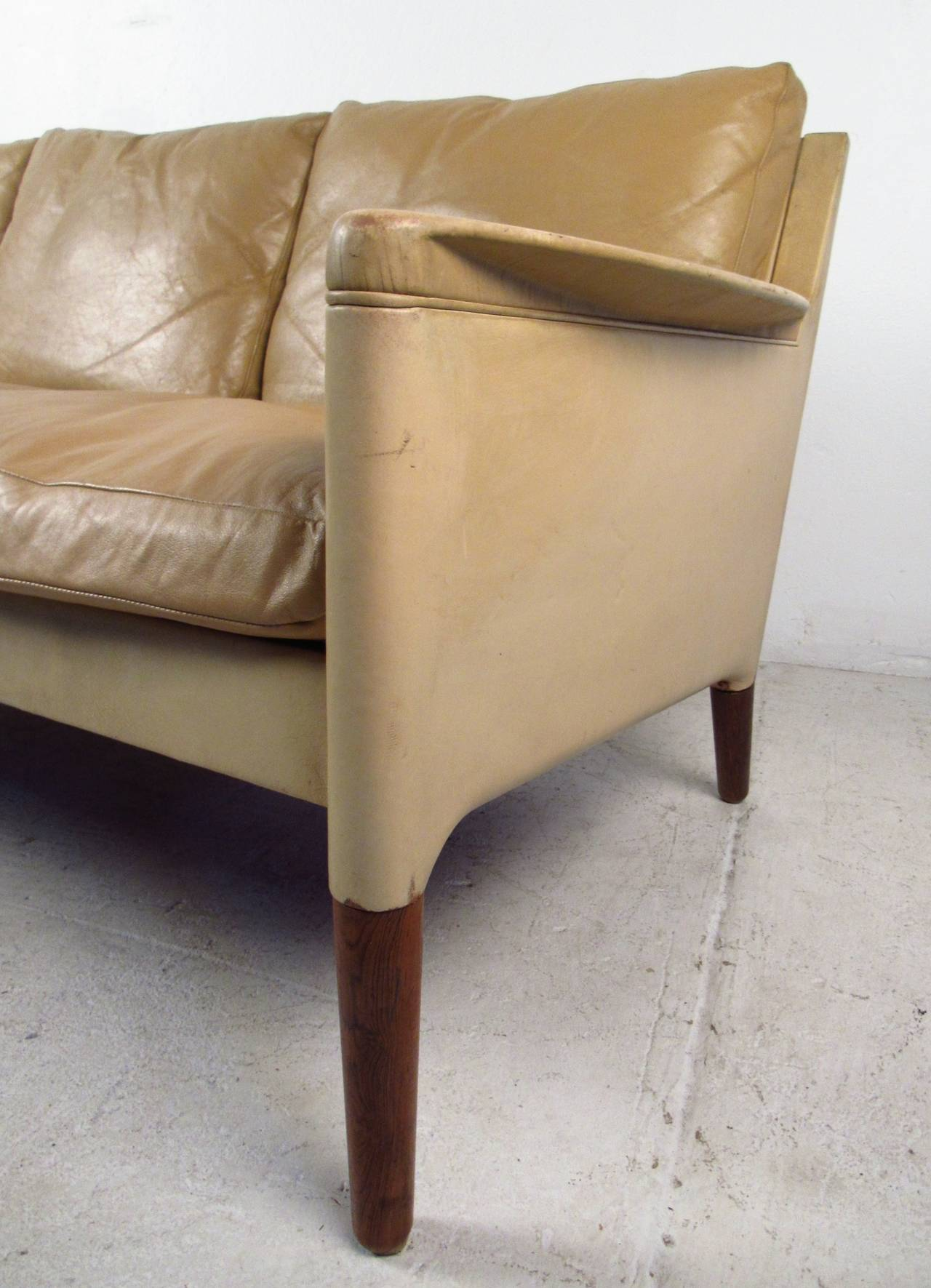 Vintage Danish Leather Sofa In Good Condition For Sale In Brooklyn, NY