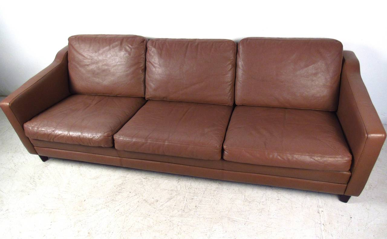 Vintage Leather Sofa in the Style of Børge Mogensen In Good Condition For Sale In Brooklyn, NY