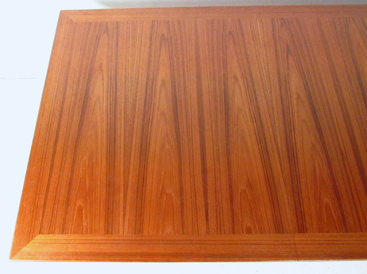 Mid-Century Modern Danish Teak Dining Table with Leaves For Sale 1