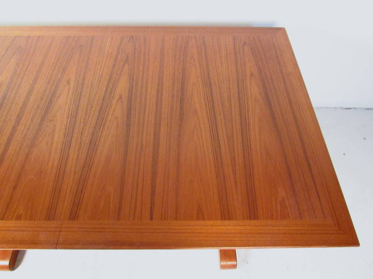 Mid-Century Modern Danish Teak Dining Table with Leaves For Sale 2