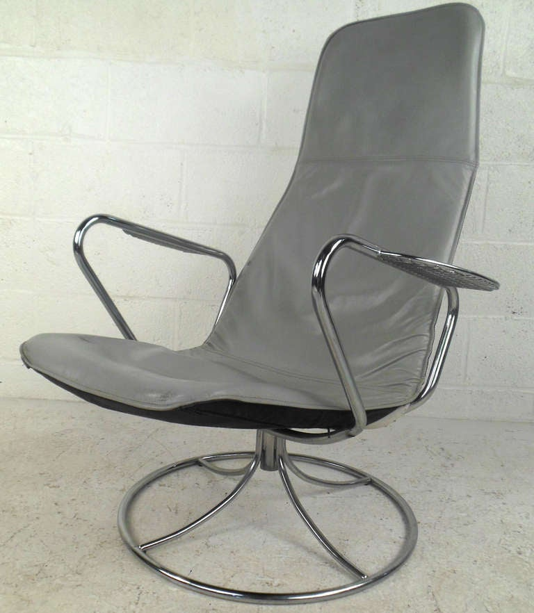 Mid Century Swivel Leather Lounge Chair For Sale At 1stdibs