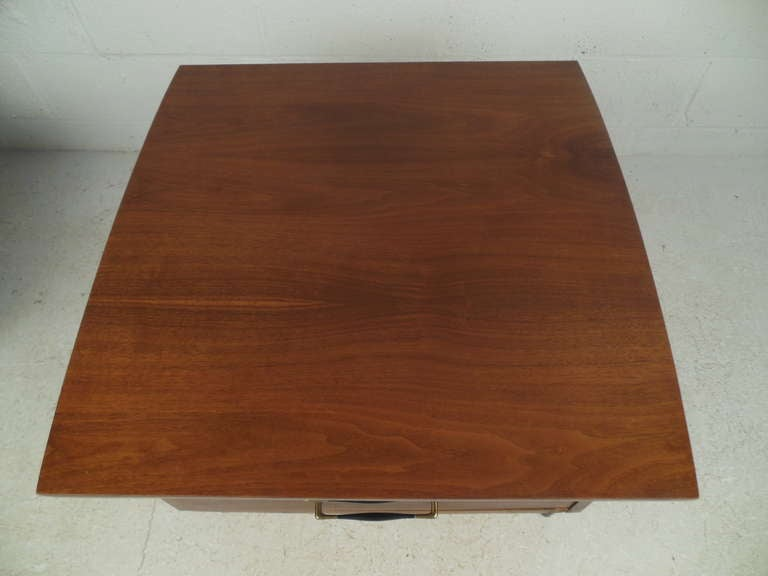 Walnut Pair of Midcentury Lamp Tables For Sale