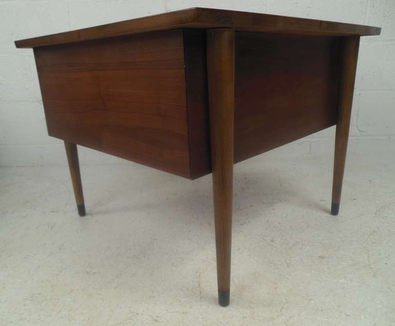 Mid-20th Century Pair of Midcentury Lamp Tables For Sale
