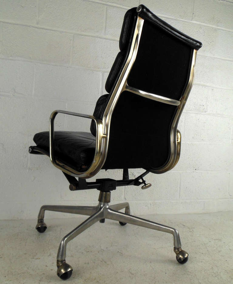 mid century executive leather desk chair by herman miller at 1stdibs