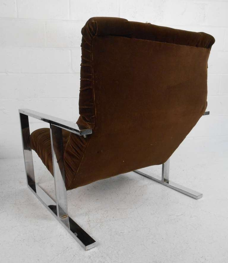 Mid-20th Century Vintage Lounge Chair with Ottoman after Milo Baughman For Sale