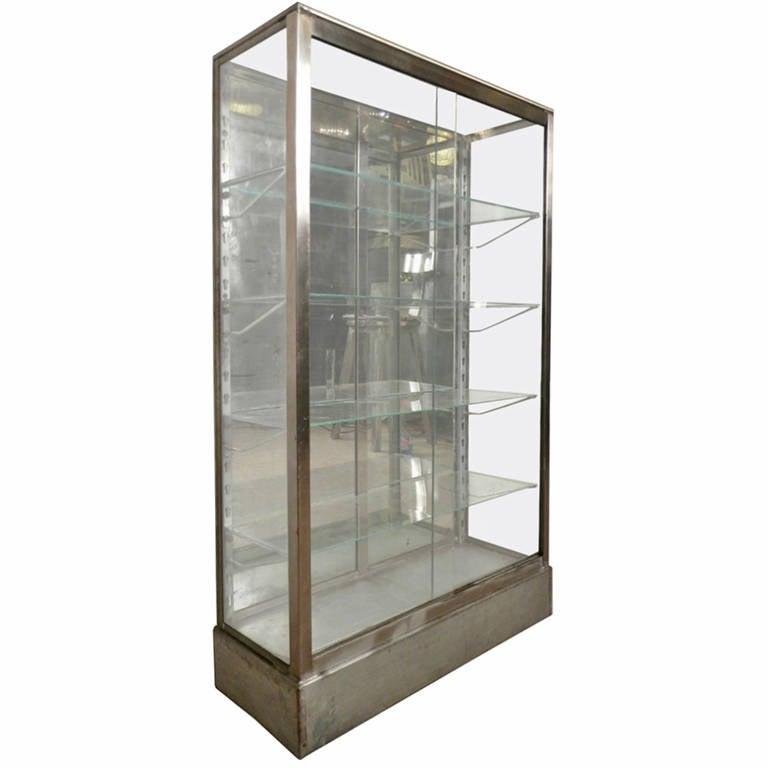Merveilleux Rare Mid Century Metal Curio Cabinet, 1950s For Sale