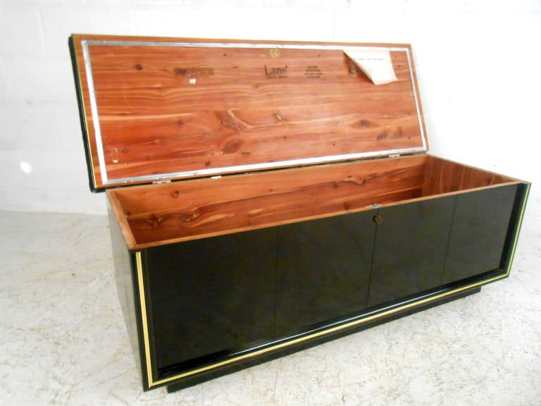 Mid-Century Modern Upholstered Cedar Bench Storage Chest for Lane In Good Condition In Brooklyn, NY