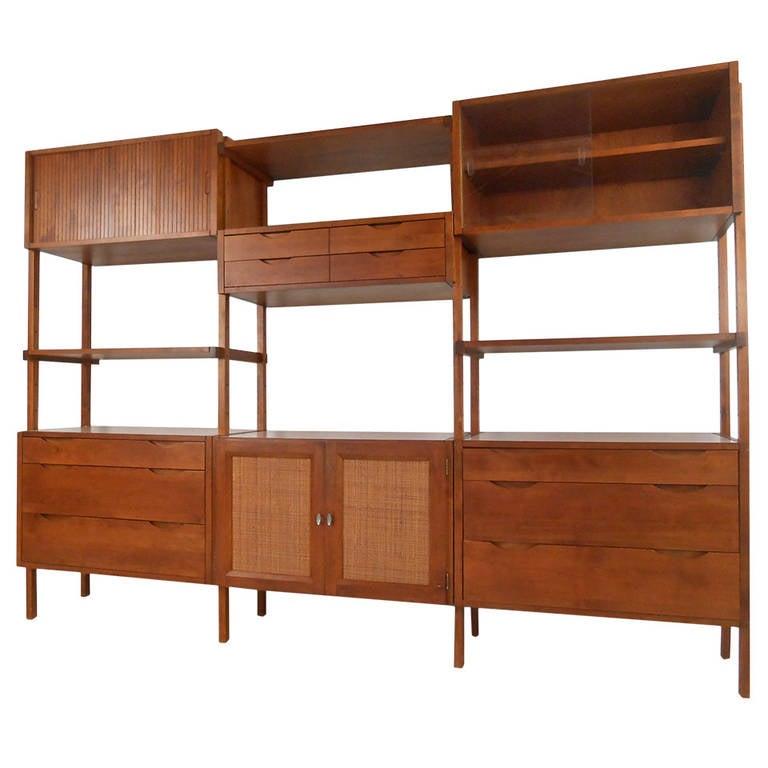 mid century modern american walnut wall unit display at. Black Bedroom Furniture Sets. Home Design Ideas