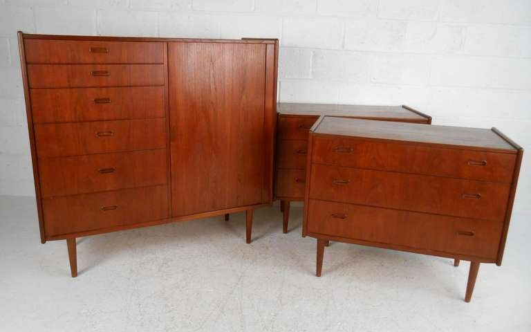 Mid Century Danish Modern Bedroom Suite At 1stdibs