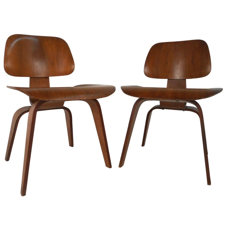 early pair of mid century modern dcw side chairs by ray and charles eames for sale at 1stdibs. Black Bedroom Furniture Sets. Home Design Ideas