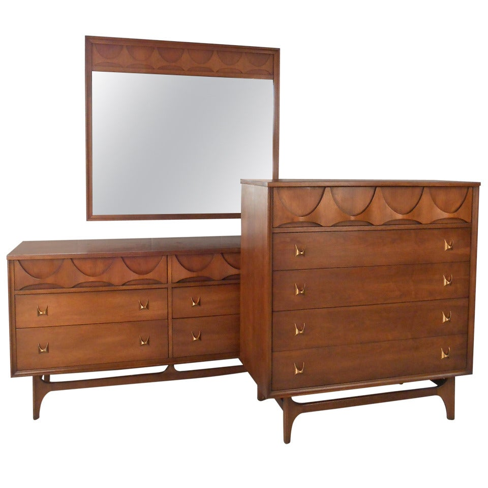 Mid century modern brasilia bedroom set by broyhill at 1stdibs for Bed and dresser set