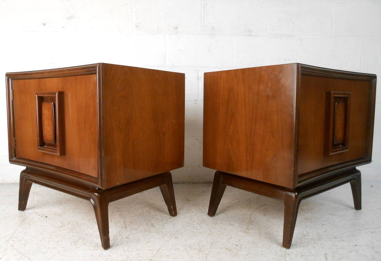 Pair mid century american walnut end tables by hoke at 1stdibs for Mid century american furniture